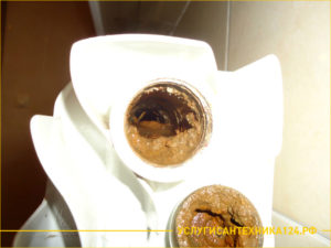 Засорение и грязная батарея отопления и труба стояка