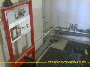 Установка унитаза и прокладка труб с канализацией